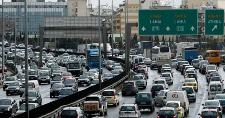 Μποτιλιάρισμα 10 χιλιομέτρων στη λεωφόρο Κηφισού λόγω καραμπόλας