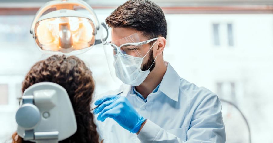 Οδοντίατροι: Αντιδρούν στην υποχρεωτική διενέργεια rapid test των ασθενών