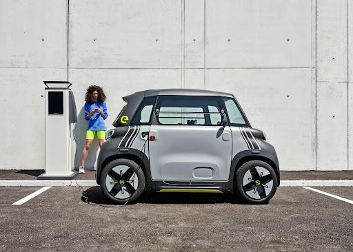 Opel: Το νέο Rocks-e γεφυρώνει το κενό μεταξύ των σκούτερ και των επιβατικών αυτοκινήτων