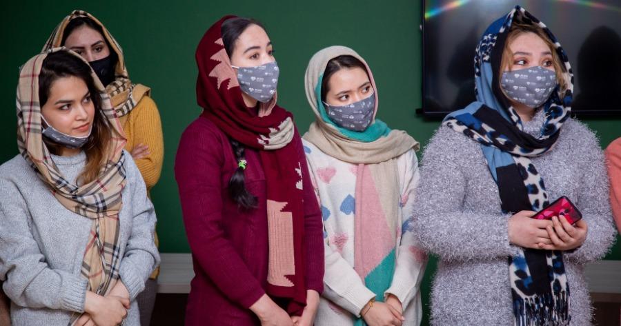Αφγανές γυναίκες προσκαλούν την κοινωνία σε ένα καλλιτεχνικό διήμερο