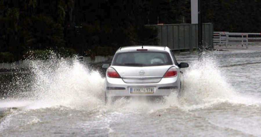 Μήνυμα του 112: Κλήσεις στην Πυροσβεστική για πλημμυρισμένα υπόγεια - Διακόπηκε η κυκλοφορία στην Πειραιώς